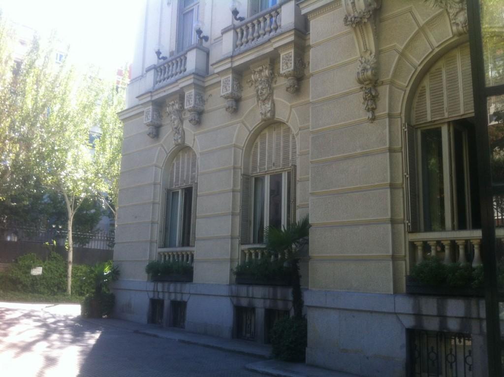 embajada-02